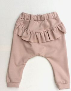 The product Baggy bukser med flæse - lys pudder is sold by Julie Dausell in our. Baby Girl Pants, Girls Pants, Baby Girl Dresses, Baby Dress, Little Fashion, Baby Girl Fashion, Toddler Fashion, Kids Fashion, Baggy Pants