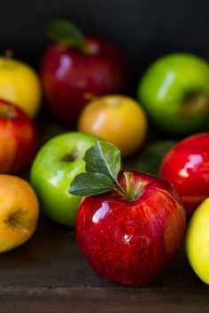 All the flavors of a tall glass of spiced apple cider wrapped up into one little caramel. These things are decadently delicious! Fruit And Veg, Fruits And Vegetables, Fresh Fruit, Apple Fruit, Fruit Recipes, Apple Recipes, Apple Picture, Spiced Apple Cider, Fruit Photography