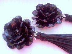 Shop for earrings on Etsy, the place to express your creativity through the buying and selling of handmade and vintage goods. Black Earrings, Detail, Creative, Flowers, Handmade, Stuff To Buy, Etsy, Color, Vintage