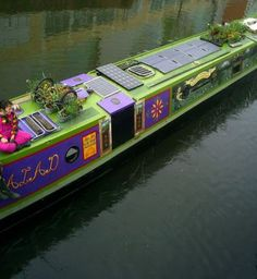 Beautifully painted Narrowboat with solar panel canal boat Barge Boat, Canal Barge, Canal Boat Art, Canal E, Narrowboat Interiors, Dutch Barge, Living On A Boat, Boat Projects, Boat Painting
