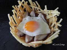 CocinandoSetas: Nidos de patatas con huevos de codorniz sobre cama de Boletus Tapas, Eggs, Tortillas, Breakfast, Bar, Food, Recipes, Christmas Appetizers, Chips