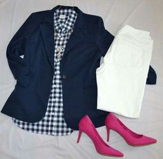 How to wear white jeans classy navy blazers Ideas for 2019 Gingham Shirt Outfit, Blue Gingham Shirts, Blazer Outfits For Women, Classy Outfits, Outfits Con Camisa, How To Wear White Jeans, Navy Blazers, Navy Blue Blazer, Classy Yet Trendy