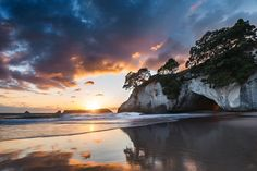 Sublime sunrises. #NZMustDo [📍Cathedral Cove, The Coromandel. ���