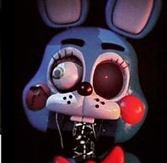 I feel bad for the ppl who don't know the fnaf series is a prequel.... They all make pics of the toy vision of all the animatronics and wither them... So sad...