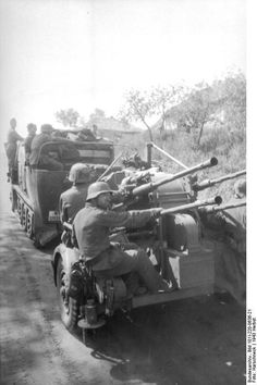German half-track towing a Vierlingsflak (four barreled anti-aircraft gun) and its crew. German Soldiers Ww2, German Army, Luftwaffe, Germany Ww2, Man Of War, Ww2 Photos, Military Pictures, Panzer, War Machine