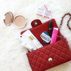 what's in my purse, what's in my bag, fashion post blog, outfit post