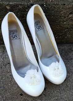 Hey, I found this really awesome Etsy listing at https://www.etsy.com/listing/295334131/shoe-clips-ivory-flower-shoe-clips
