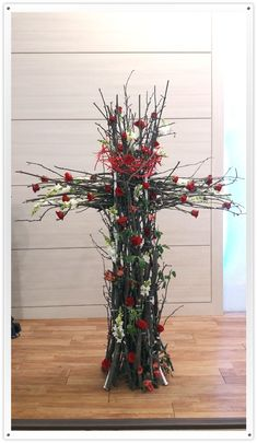 Alter Flowers, Armistice Day, Flower Art, Floral Arrangements, Diy And Crafts, Christmas Tree, Easter, Halloween, Holiday Decor
