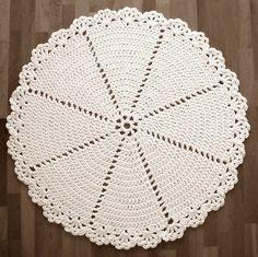 Bob's hand traces: Crochet mat / Lace Rug English pattern at bottom Crochet Doily Rug, Crochet Placemats, Crochet Rug Patterns, Crochet Carpet, Crochet Potholders, Crochet Home, Crochet Designs, Knit Crochet, Free Crochet