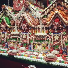 Siding idea for GingerBread House Gingerbread House Parties, Gingerbread Village, Gingerbread Decorations, Christmas Gingerbread House, Christmas Love, Christmas Deco, Christmas Candy, Christmas Treats, Christmas Baking