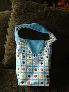 From tea towels to reuseable lunchbag with just a little bit of sewing. Great project.