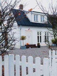 Bildresultat för takkupa gårdshus