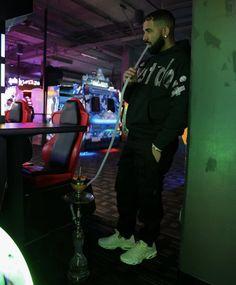 Tupac Wallpaper, Rapper Wallpaper Iphone, Hype Wallpaper, Drake Fashion, Tupac Videos, Drake Photos, Drake Wallpapers, Drake Drizzy, Drake Graham
