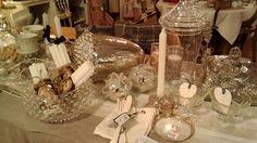 Made in Charme: detalles blancos, transparentes, plateados para una mesa elegante y una Navidad con encanto