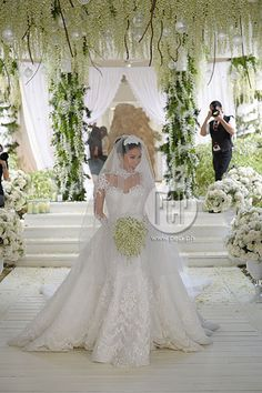 The entertainment news and lifestyle website in the country covers everything showbiz, anything relevant and helpful to its readers, and all things extraordinary. Gorgeous Wedding Dress, White Wedding Dresses, Beautiful Gowns, Modern Filipiniana Dress, Filipiniana Wedding, Heart Evangelista Wedding, Wedding Goals, Dream Wedding, Wedding Motiff
