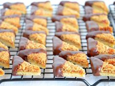 Nussecken - Ich muss backen You are in the right place about kids snacks no bake Here we offer you t Easy Cookie Recipes, Baking Recipes, Cake Recipes, Drink Recipes, Meat Appetizers, Vegetable Drinks, Healthy Eating Tips, Food Cakes, Food Menu