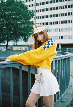 The ragged Priest Dogtown Sweatshirt Streetstyle Berlin, Modeblogger Outfit cropped Sweatshirt, Bilder und Text Artikel auf Spark&Bark