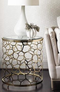 Amazing accent table ♥