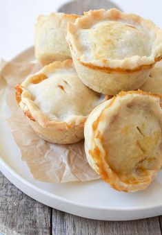 Your children will love these mini veggie pot pie cupcakes for dinner. Made with a gluten free crust, these are the perfect allergen-friendly dish. Copycat Recipes, Pie Recipes, Appetizer Recipes, Cooking Recipes, Chicken Recipes, Appetizers, Baked Chicken, Veggie Recipes