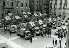 Presentació dels camions escombraries a la Plaça Sant Jaume Barcelona Spain, Old Pictures, 1, Travel, Nikon, Places, Barcelona City, Daguerreotype, Historia