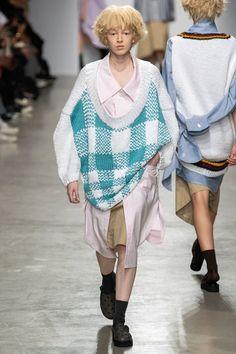 Anrealage Spring 2020 Ready-to-Wear Fashion Show - Vogue Vogue Paris, Love Fashion, Fashion Outfits, Fashion Details, High Fashion, Fashion Project, Spring Fashion Trends, Fashion Show Collection, Apparel Design