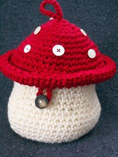 Crochet Mushroom ~ Either the page didn't fully load or the site only includes this image and no tutorial or any text at all lol eb