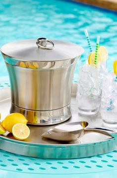 Place this elegant Optima Ice Bucket on any surface without a care. This outdoor ice bucket ensures maximum cold retention and no condensation.