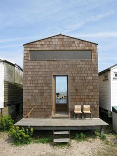 Modern beach hut sleeps 4 in 388 sq ft; designed by Studiomama