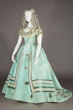 Museum of Art Kobe Fashion France circa) 1865 Evening dress left years Kobe Fashion Museum of Art) 1957 Christian Dior gown