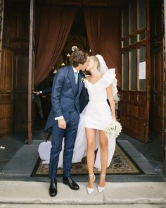 This incredible bride defied all traditional expectations with this HOT mini number by as she tied to knot to beau in Spain. Wedding Goals, Dream Wedding, Courthouse Wedding, Civil Wedding, Elopement Dress, City Hall Wedding, Timeless Wedding, Wedding Styles, Marie