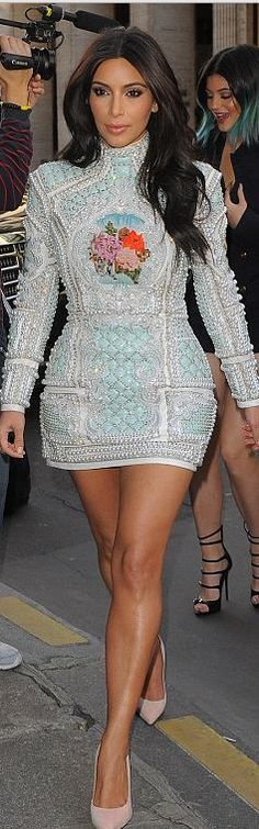 Who made Kim Kardashian's blue beaded dress and pink suede pumps that she wore in Paris? Kim Kardashian Balmain, Look Kim Kardashian, Estilo Kardashian, Kardashian Jenner, Kardashian Wedding, Kylie Jenner, Christophe Decarnin, Balmain Dress, Balmain Shoes