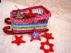 Como tejer los adornos navidenos de papel reciclado. Parte 2.