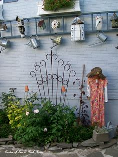 Garden lady, ladders and birdhouses on the side of the house (Garden of Len & Barb Rosen)