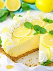 This Lemon Mascarpone Cream Pie is full of lovely lemon flavor! It's light and perfect for summer! Plus, I love the addition of the smooth and creamy mascarpone cheese! I hope everyone enjoy the Independence Day holiday yesterday. The hubs was off work bo Easy Pie Recipes, Cream Pie Recipes, Lemon Recipes, Cooking Recipes, Dessert Crepes, Dessert Aux Fruits, Lemon Desserts, Just Desserts, Lemon Cream Pies