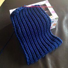 Scarf in progress... #sciarpa #scarf #fiocchidicotone #uncinetto #crochet #coste #knit #ferri #blu #man #uomo #look #winter #inverno #modauomo #lana #merinos #wool