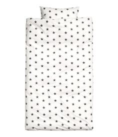 White/dark gray. Twin duvet cover set in cotton fabric with a printed star pattern. One pillowcase. Thread count 144.