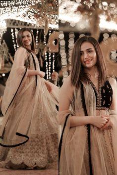Asian Wedding Dress Pakistani, Desi Wedding Dresses, Pakistani Fashion Party Wear, Indian Bridal Fashion, Pakistani Dress Design, Indian Wedding Outfits, Party Wear Dresses, Bridal Outfits, Indian Outfits