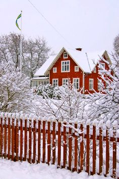 Red Swedish cottage decked out in snow I Love Winter, Winter Colors, Winter Time, Winter Season, Swedish Cottage, Swedish House, White Cottage, Country Christmas, Winter Christmas