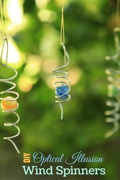 These vintage marble wind spinners are an easy-to-make optical illusion for your garden. As they blow and twist in the wind, it appears that the marble moves up and down along the coiled wire. Garden Crafts, Garden Art, Sun Garden, Carillons Diy, Diy Wind Chimes, Wire Crafts, Beads And Wire, Wire Art, Optical Illusions