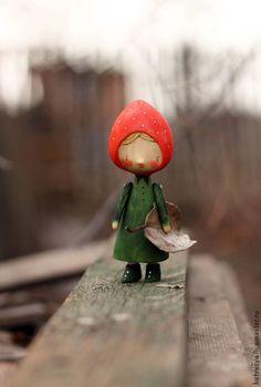 Человечки ручной работы. Ярмарка Мастеров - ручная работа. Купить Земляничка. Handmade. Разноцветный, сказка, деревянная игрушка, дерево, кукла