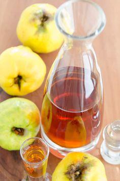 Domowa nalewka z pigwy, bardzo smaczna i aromatyczna, prosty przepis łatwe wykonanie. Przepisy na napoje, sprawdzone przepisy