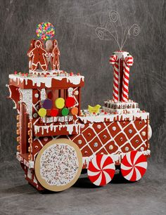gingerbread train - I should make this for my train loving youngest grandson. Gingerbread House Parties, Christmas Gingerbread House, Noel Christmas, Christmas Goodies, Christmas Treats, Christmas Decorations, Christmas Storage, Xmas, Gingerbread Train