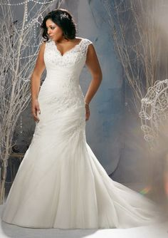 Beautiful wedding dress for top heavy women