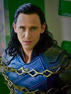 Loki doing what he does best: look fantastic Loki Thor, Tom Hiddleston Loki, Loki Laufeyson, Loki Avengers, Thomas William Hiddleston, Marvel Dc Comics, Marvel Avengers, Phil Coulson, Clint Barton