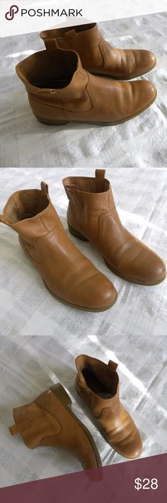 Nine West 6.5 M Leather ankle booths soft & Comfy Nine West  Leather Ankle Flat Boots,  Color Honey-Light Brown  Size 6.5   Soft & Comfort all days boots. Nine West Shoes Ankle Boots & Booties