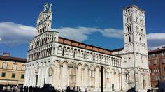 Iglesia de San Michele in Foro es de estilo románico pisano – luqués, con una fachada coronada por una estatua de San Miguel. #Lucca http://www.florencia.travel/ciudades-para-visitar/lucca/ #Toscana #Italia