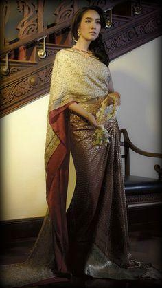 Traditional Thai attire : https://www.pinterest.com/aiammonab/traditional-thai-attire/