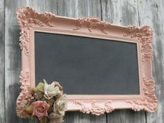 Thrift store frame, pink paint, chalk paint and thrift store flowers and u have A shabby chic chalkboard. I never knew a chalkboard could be attractive. Bodas Shabby Chic, Cocina Shabby Chic, Muebles Shabby Chic, Shabby Chic Wedding Decor, Shabby Chic Kitchen, Shabby Chic Office Decor, Country Kitchen, Kitchen Decor, Vintage Chalkboard