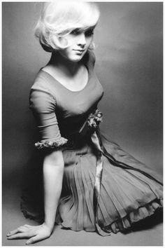 vintagemarlene:    singer sylvie vartan by jeanloup sieff, paris, 1965 (via pleasurephotoroom.wordpress.com)