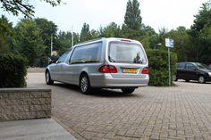Rouwauto Mercedes zilver